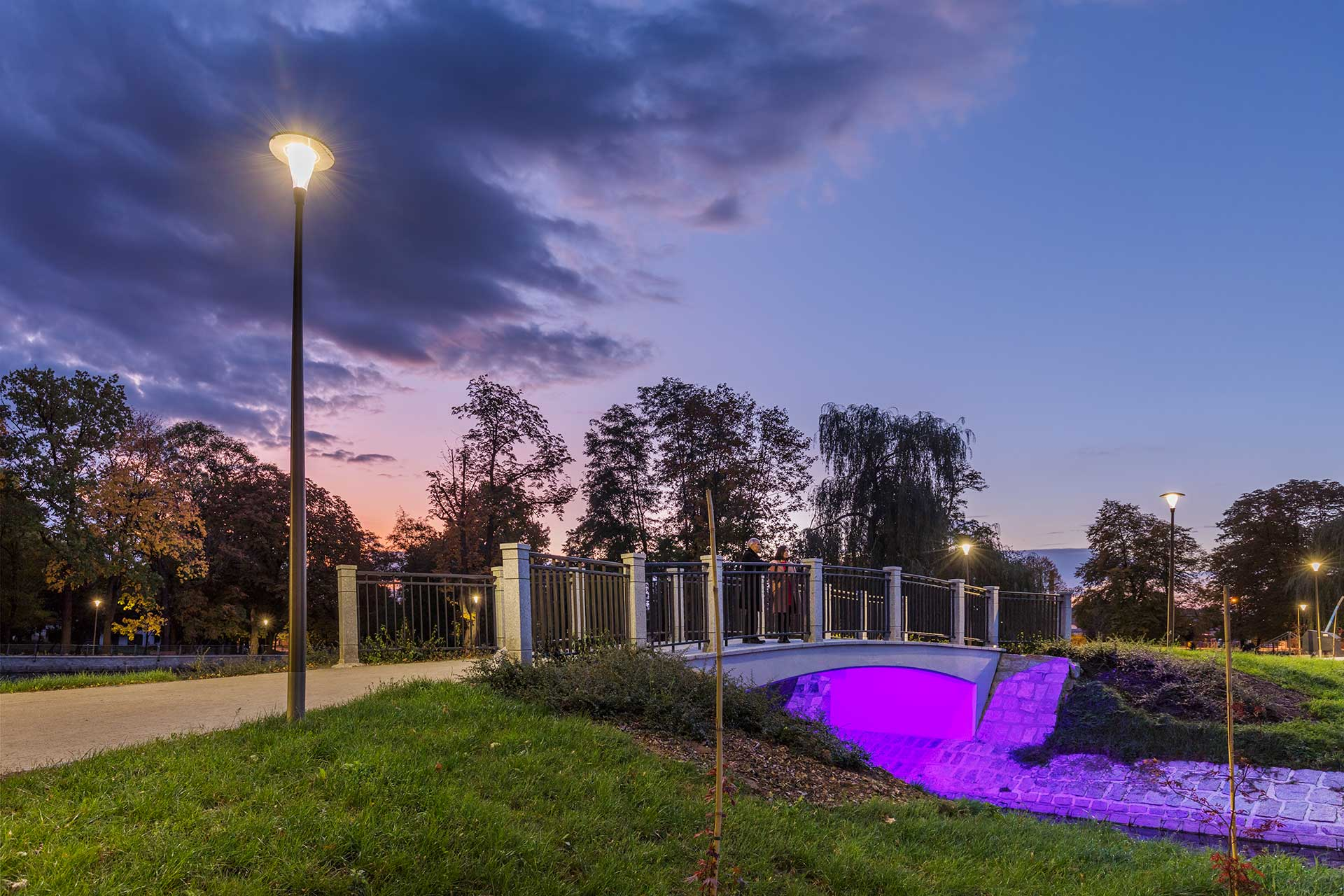 The Pilzeo lights the paths of Central Park in Swidnica to guide people in complete safety and comfort